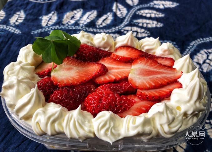 今天化身草莓狂人,喜欢吃草莓的朋友来瞧瞧!你们喜欢怎么吃草莓?
