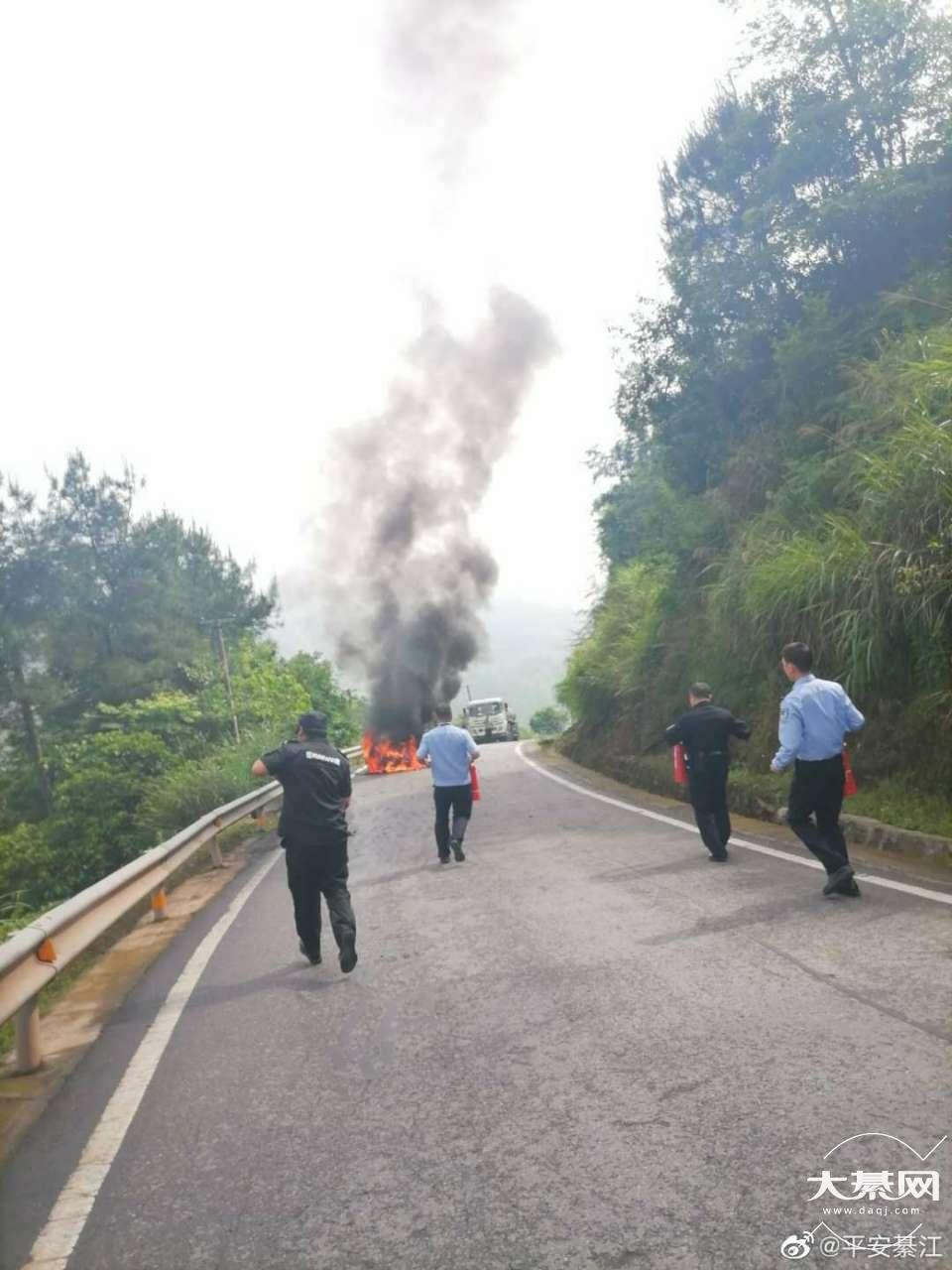 綦江丁山发生一起汽车自燃