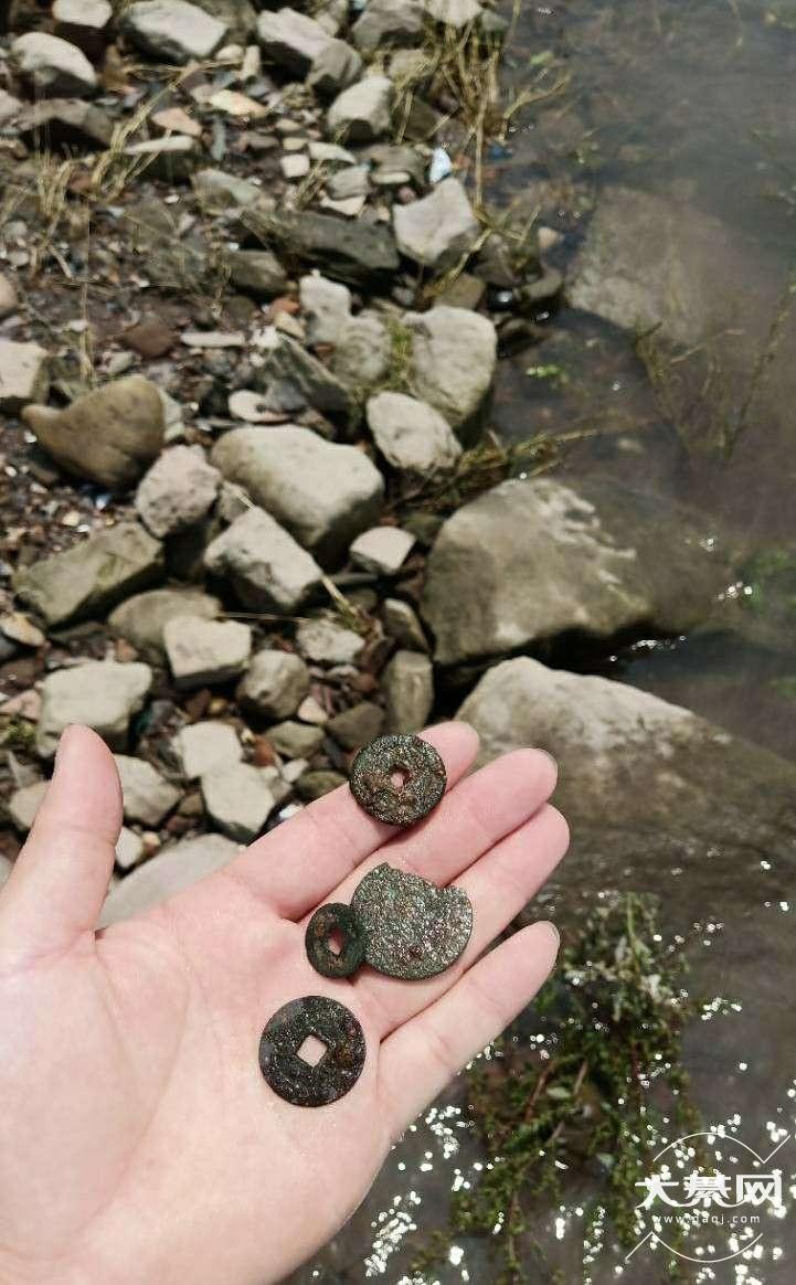 在河边玩,捡到几个铜钱!帮我鉴定一下?