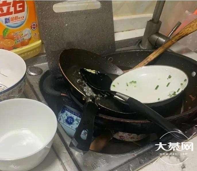 老婆真的太懒啦!吃饭的碗堆了一天没洗