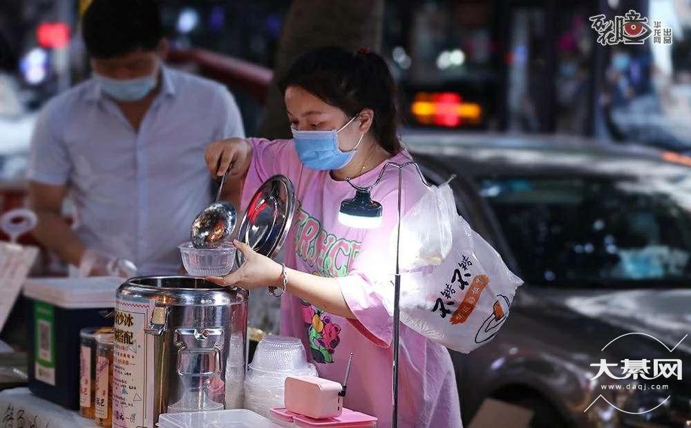 """重庆""""地摊经济""""火了!千家制造企业供货、商业街区免费供摆摊,你想好卖啥了吗?"""