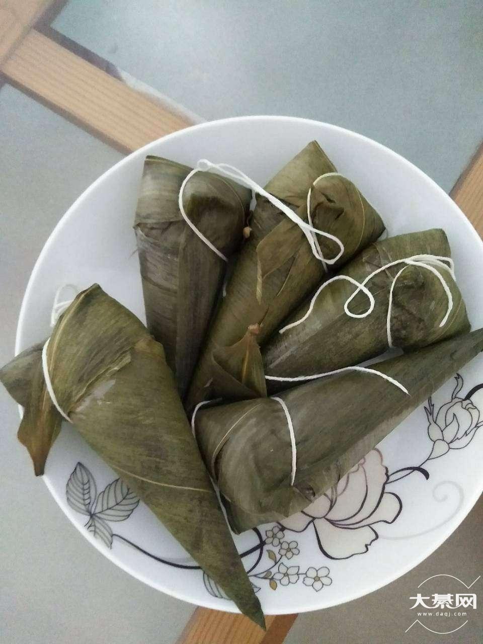 我还是比较喜欢吃长粽子,你们中午吃的啥