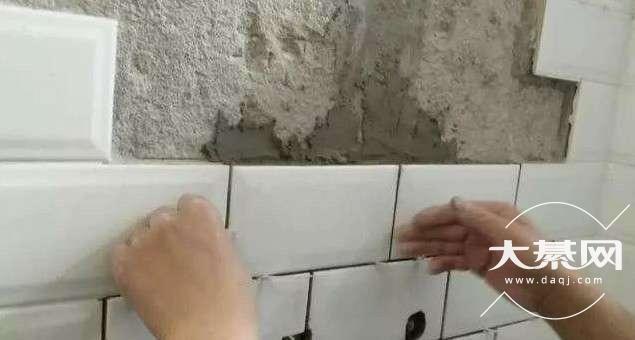 屋头瓷砖掉了,请问大家应该啷个办?