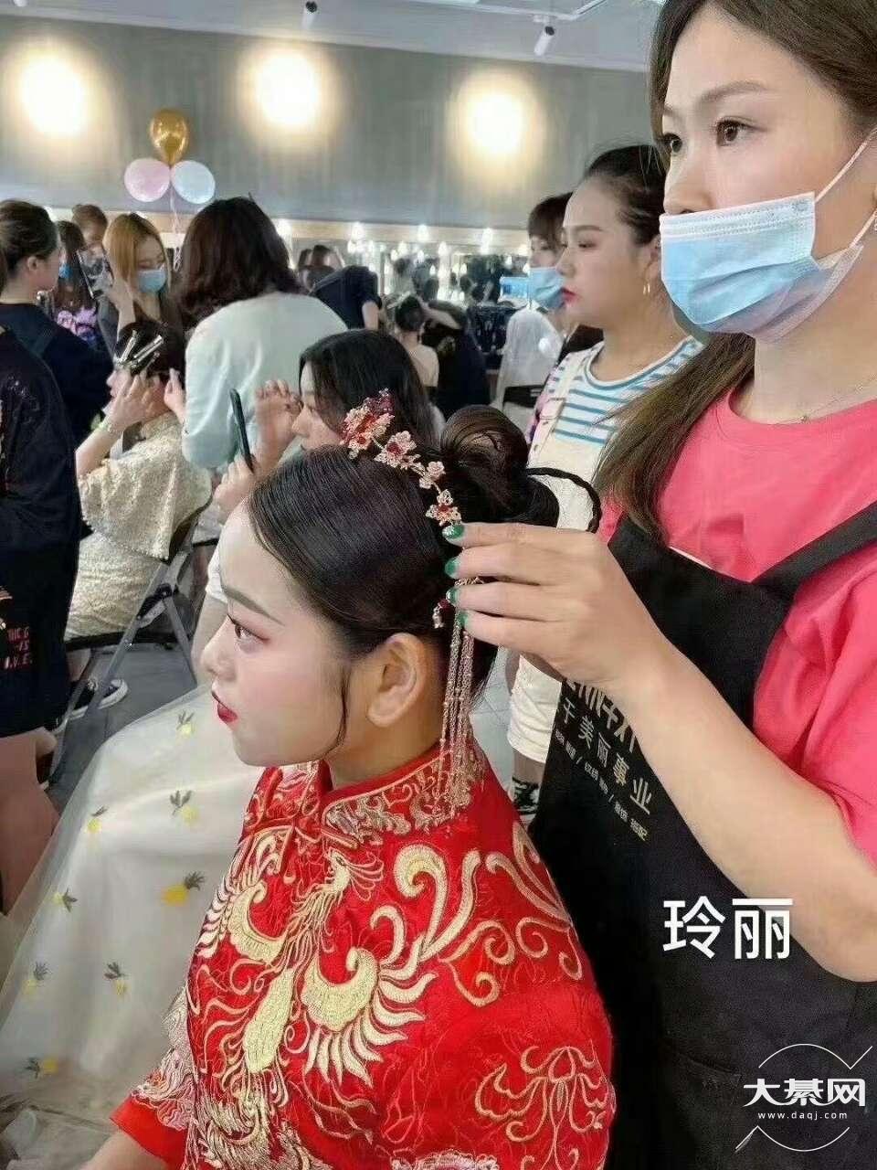 当一个化妆师,她不香吗?