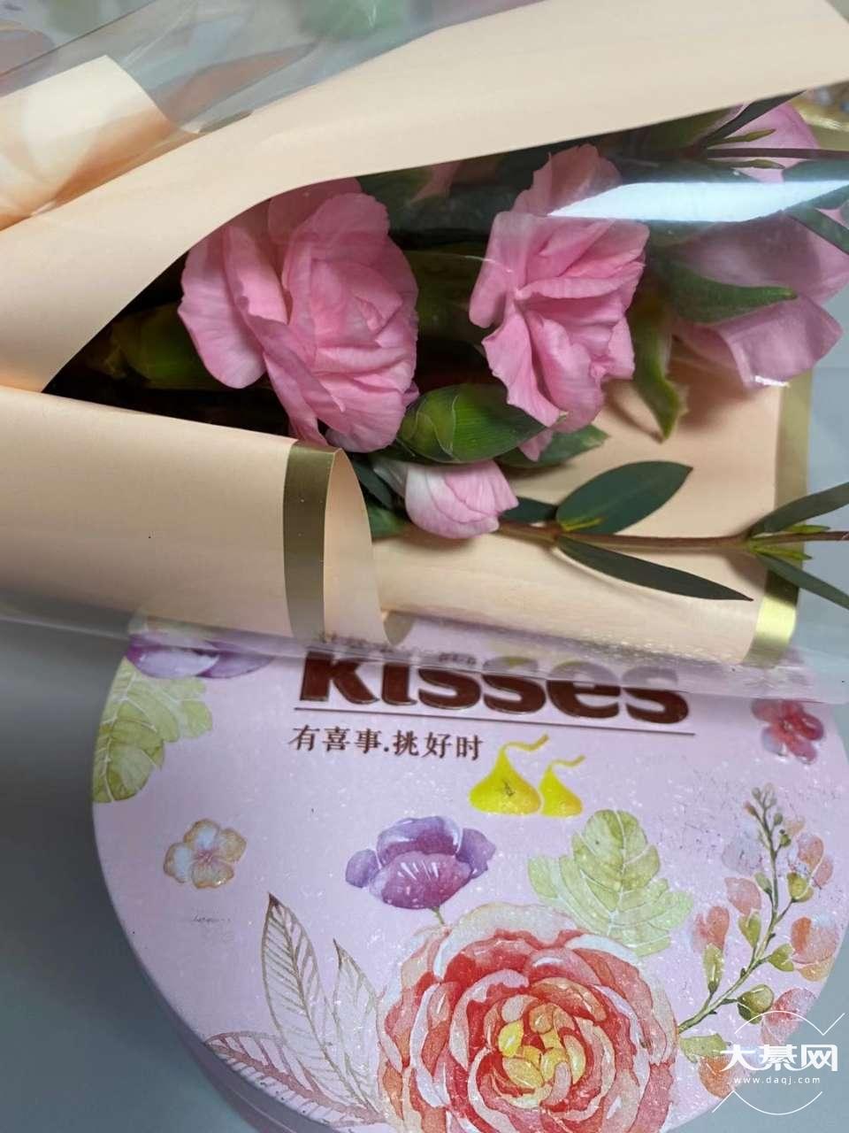 公司今日份礼物:鲜花和巧克力 #女神节快乐#
